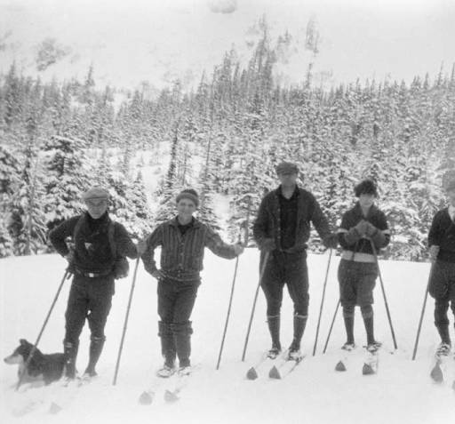 XC Skiers Crosson Family Papers, University of Alaska Fairbanks Archives.